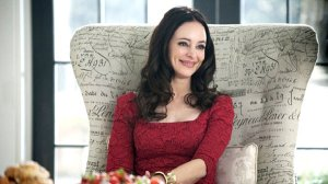 Revenge-Victoria-sits-in-her-chair